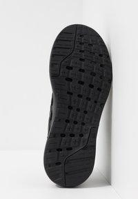 adidas Performance - GALAXY 4 - Obuwie do biegania treningowe - core black/footwear white - 4