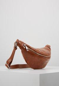 Pieces - Bum bag - cognac - 3
