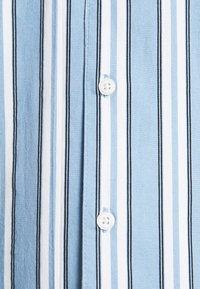 Kronstadt - CUBA PRINTED STRIPE SHIRT - Shirt - light blue - 5