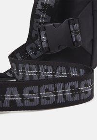 Urban Classics - SMALL CROSSBODY BAG UNISEX - Across body bag - black - 4