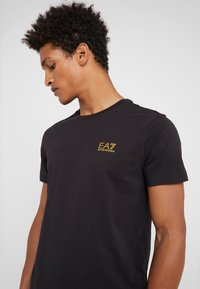 EA7 Emporio Armani - Basic T-shirt - black - 4