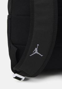 Jordan - JUMPMAN CLASSICS DAYPACK - Rucksack - black/red - 3