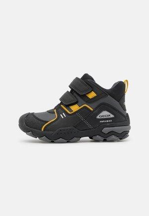 BULLER BOY ABX - Classic ankle boots - black/dark yellow