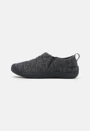 HOWSER II - Outdoorschoenen - grey/black