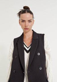 PULL&BEAR - LEICHTE - Waistcoat - mottled black - 5