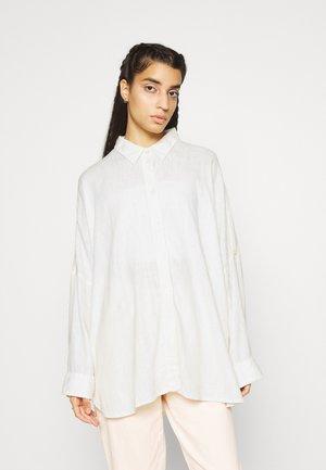 CORE OVERSIZED TAB SOLID - Skjorte - white