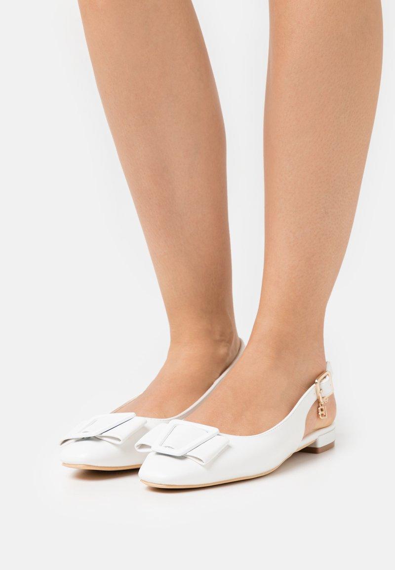 Laura Biagiotti - Slingback ballet pumps - white