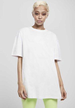 OVERSIZED BOYFRIEND - Camiseta básica - white