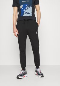CLOSURE London - SIGNATURE 2 PACK - Tracksuit bottoms - black/khaki - 3