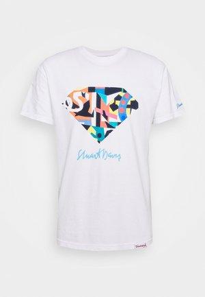 STUART DIAMOND TEE - Print T-shirt - white