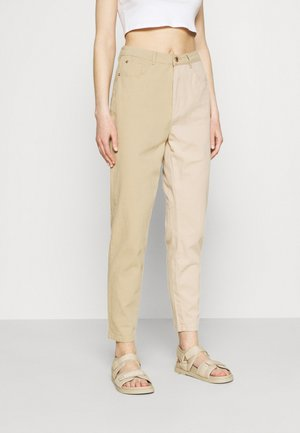 SPLICED RIOT JEAN - Relaxed fit jeans - tan