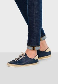 Pataugas - PAM N F2E - Trainers - navy blue - 1