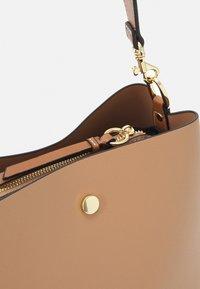 PARFOIS - SAC JOAN - Handbag - camel - 4