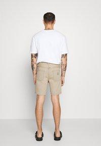 Carhartt WIP - NEWEL MAITLAND - Denim shorts - blue/sand bleached - 2