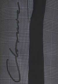 CLOSURE London - PANELLED CHECKERED SCRIPT  - Träningsbyxor - charcoal - 2