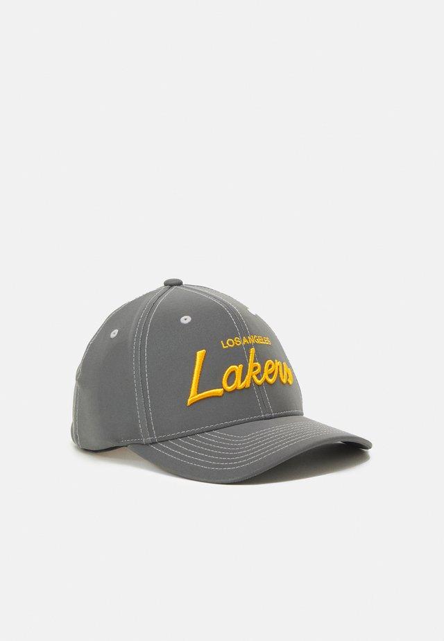 NBA LOS ANGELES LAKERS REFLECTIVE SCRIPT 110 - Caps - grey