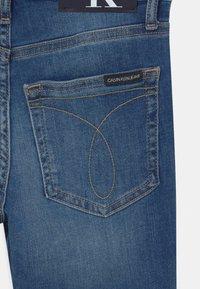 Calvin Klein Jeans - REGULAR  - Short en jean - blue - 2