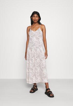 OBJKINNA SINGLET DRESS - Denní šaty - silver gray