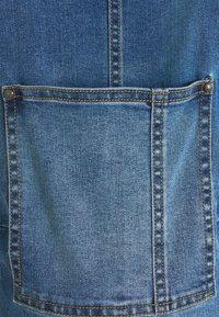 MAMALICIOUS - MLSUNRISE COMFY OVERALL - Ogrodniczki - medium blue denim - 5