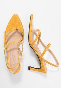 NA-KD - POINTY SOLE TOE STRAP  - Sandály - yellow - 4