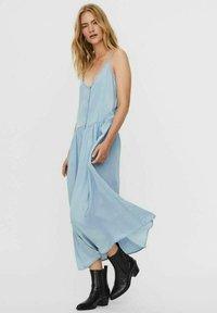 Vero Moda - ÄRMELLOSES - Maxi dress - light blue denim - 1
