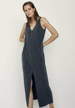 MIT V-AUSSCHNITT  - Maxi dress - dark blue
