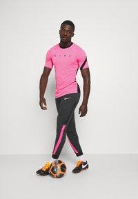 Nike Performance - DRY ACADEMY TOP - T-shirt print - hyper pink/black/white - 1