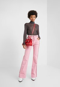 Current/Elliott - THE PIPED 5-POCKET MARITIME PANT - Jeans baggy - sea pink - 1