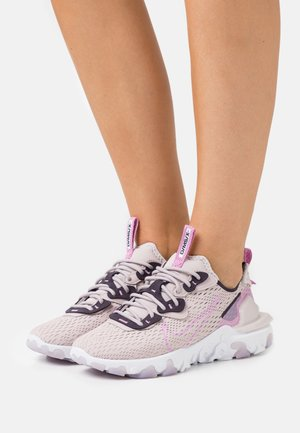 REACT VISION - Sneakers - platinum violet/beyond pink/cave purple/summit white