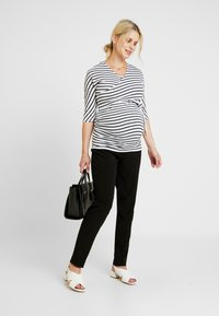 Dorothy Perkins Maternity - BALET WRAP NURSING TOP STRIPE - Langærmede T-shirts - navy - 1
