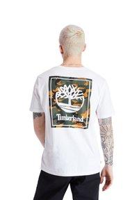 Timberland - SS BACK LOGO CAMO - Print T-shirt - white - 0
