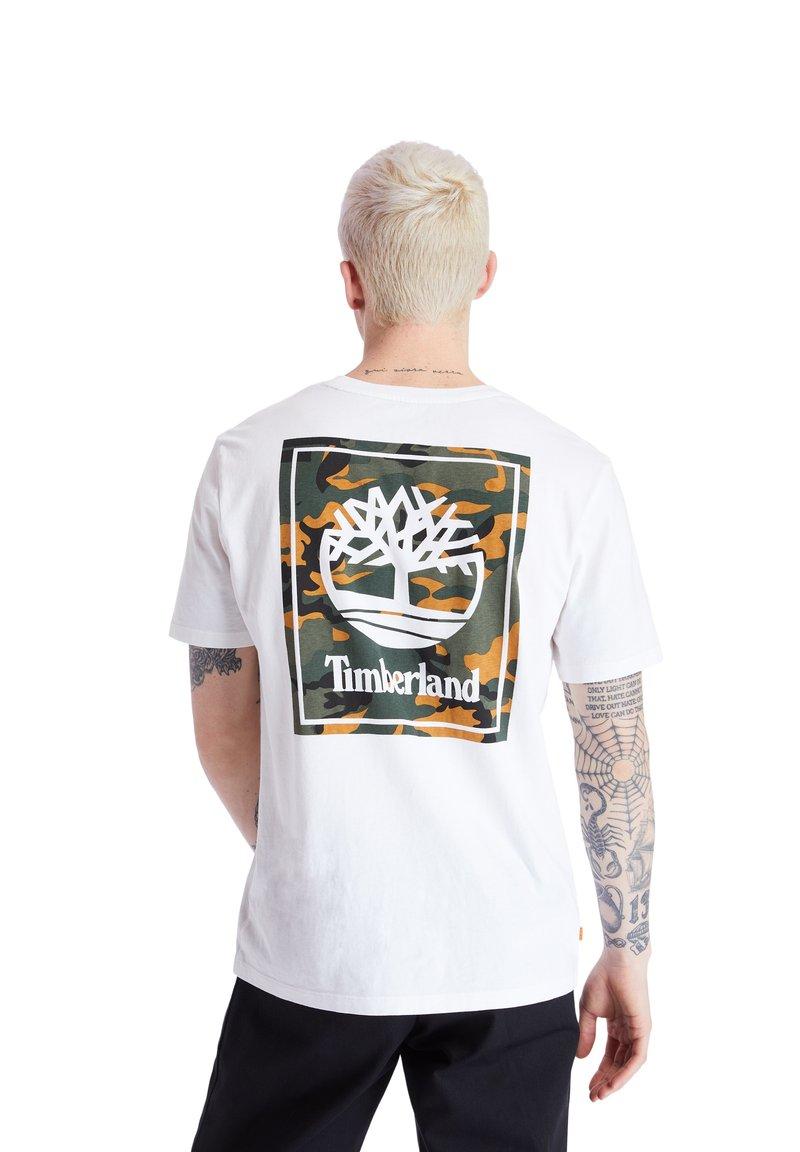 Timberland - SS BACK LOGO CAMO - Print T-shirt - white