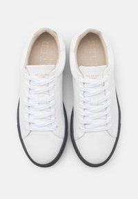 Selected Homme - SLHDAVID CONTRAST SOLE TRAINER - Sneakers basse - grey - 3