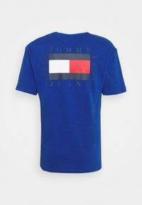 Tommy Jeans - BOX FLAG TEE - T-shirt con stampa - blue - 5