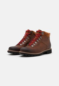 Clarks - BATCOMBE ALP GTX - Šněrovací kotníkové boty - tan - 1