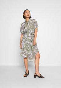Monki - NINNI DRESS - Košilové šaty - green - 1