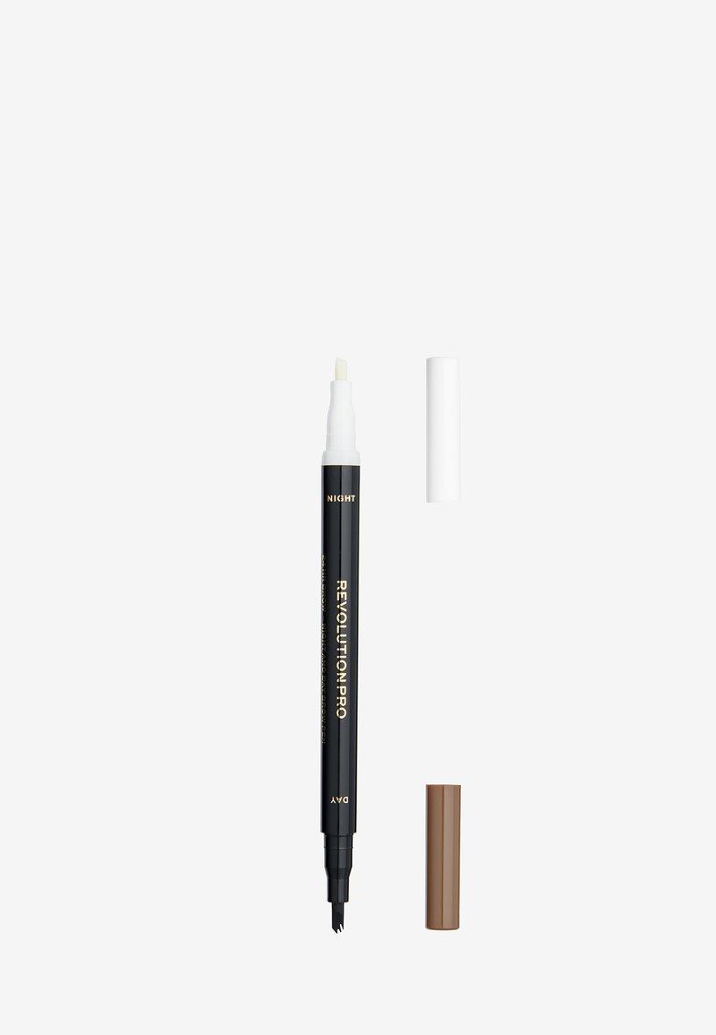 Revolution PRO - 24HR DAY & NIGHT BROW PEN - Eyebrow pencil - ash brown