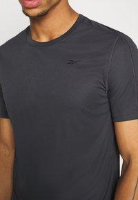 Reebok - TECH TEE - Print T-shirt - ash grey - 5
