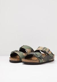 Birkenstock - ARIZONA - Domácí obuv - desert soil green - 3