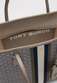 Tory Burch - GEMINI LINK ZIP TOTE - Tote bag - gray heron - 3