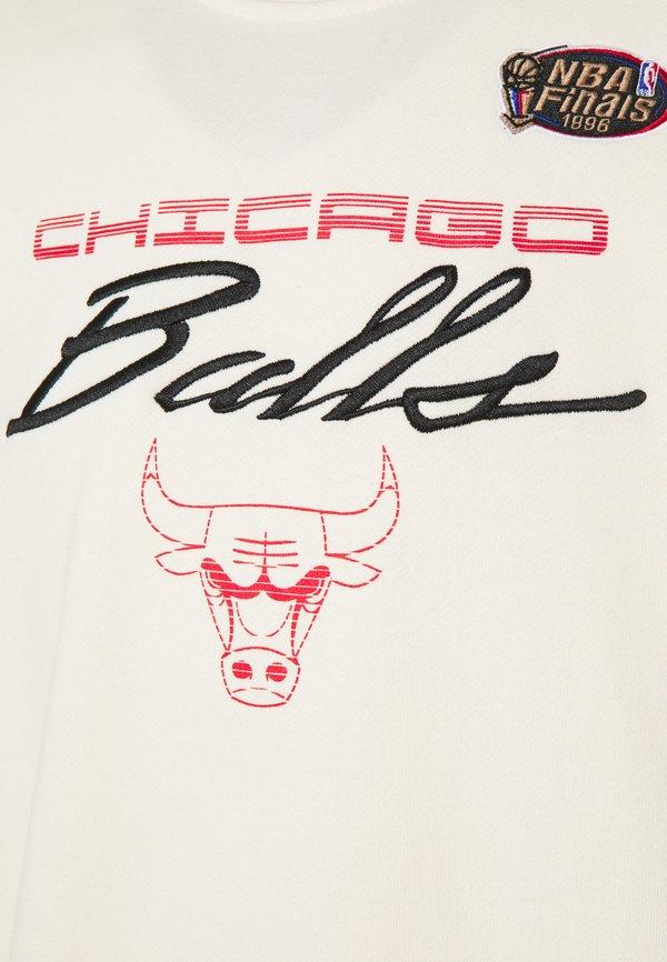Mitchell & Ness NBA CHICAGO BULLS FLAMES RACING CREWNECK - Artykuły klubowe - beige/khaki/off white/beżowy Odzież Męska LENS