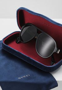 Gucci - Okulary przeciwsłoneczne - black/white/grey - 2