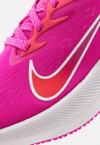 Nike Performance - ZOOM WINFLO  - Zapatillas de running neutras - fire pink/summit white/ember glow - 5