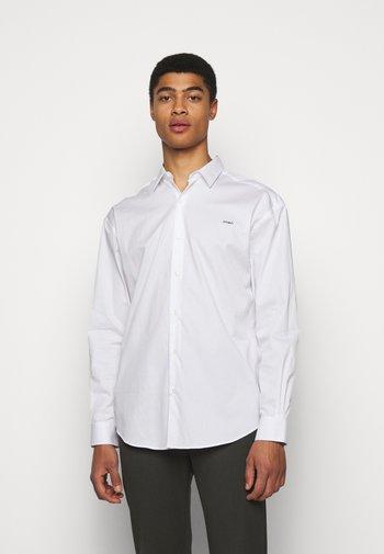 BOXY AMOUR - Shirt - white