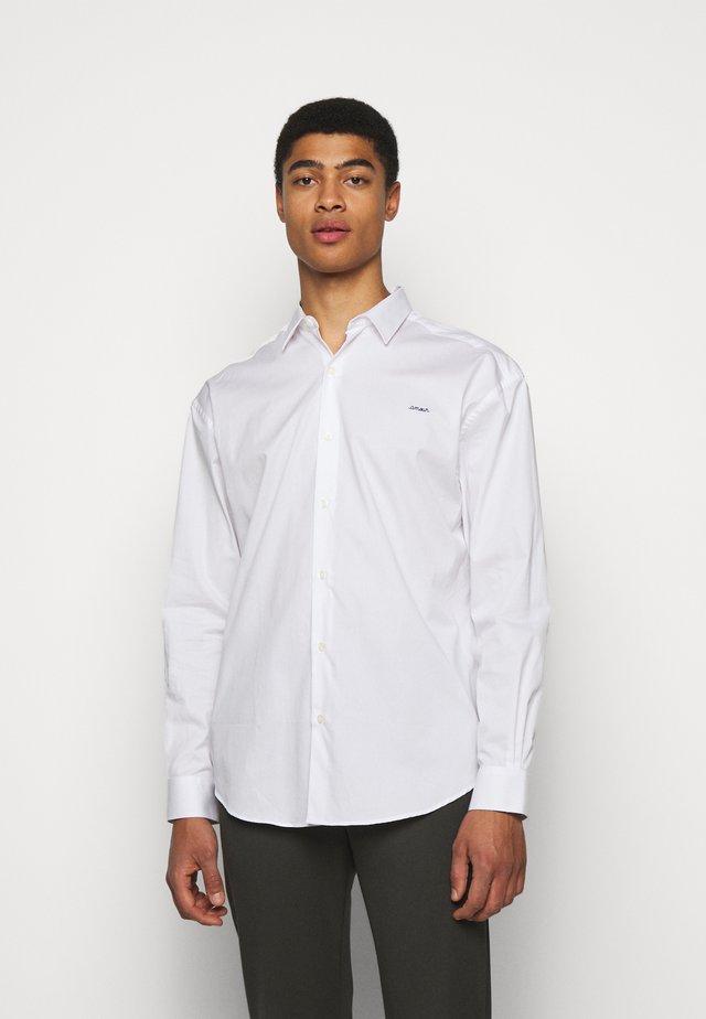 BOXY AMOUR - Skjorte - white