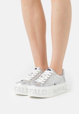 VEGAN PAIRED  - Sneakersy niskie - silver metallic
