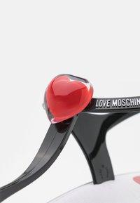 Love Moschino - Sandály s odděleným palcem - black - 6