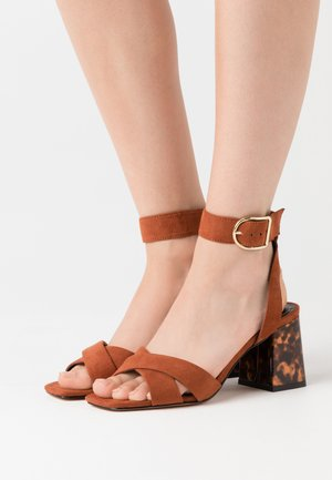 ONLAMANDA LIFE HEELED - Sandalias - brown