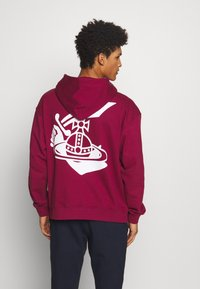 Vivienne Westwood Anglomania - TIME TO ACT - Hoodie - beet red - 2
