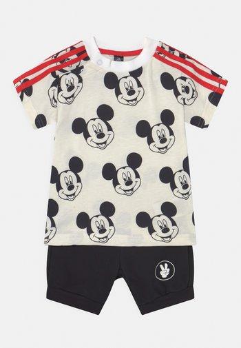 SET UNISEX - Print T-shirt - white/black/red